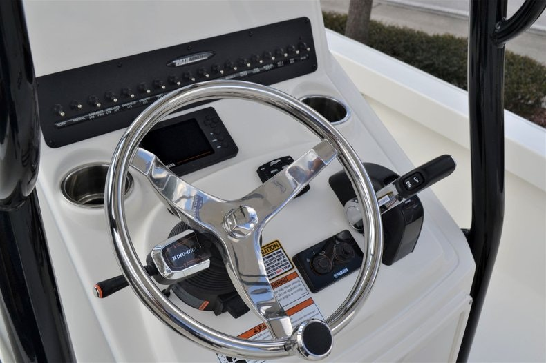 Thumbnail 31 for New 2020 Pathfinder 2500 Hybrid Bay Boat boat for sale in Fort Lauderdale, FL