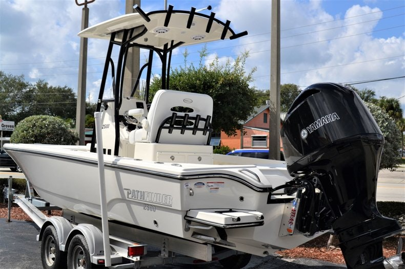 Thumbnail 3 for New 2020 Pathfinder 2500 Hybrid Bay Boat boat for sale in Fort Lauderdale, FL