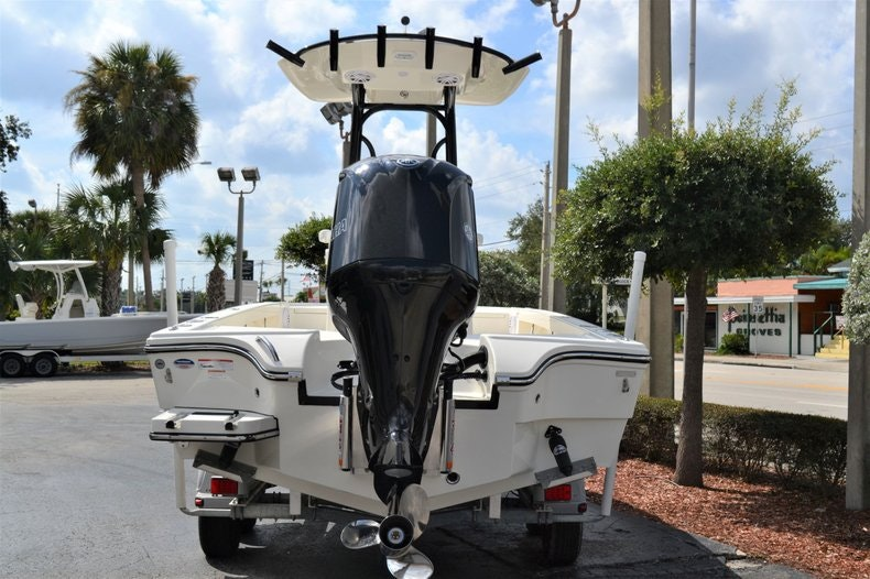 Thumbnail 4 for New 2020 Pathfinder 2500 Hybrid Bay Boat boat for sale in Fort Lauderdale, FL