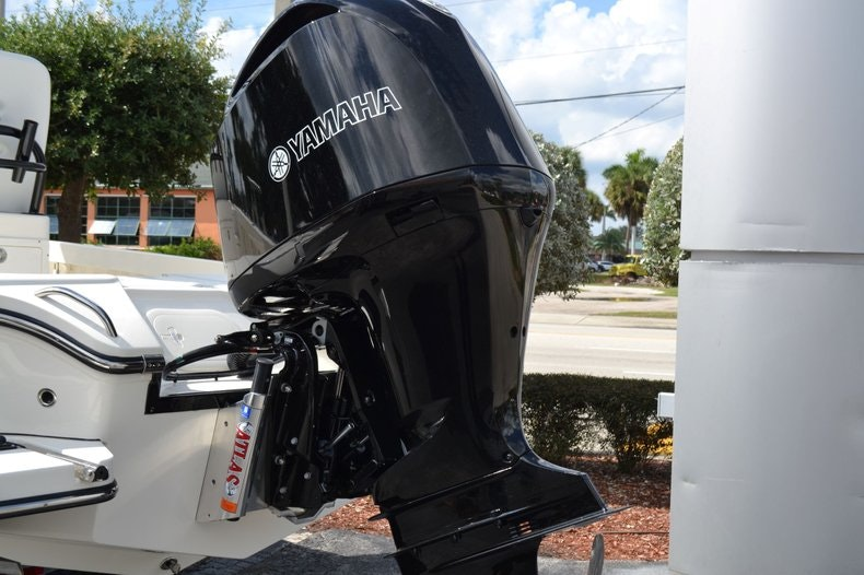 Thumbnail 9 for New 2020 Pathfinder 2500 Hybrid Bay Boat boat for sale in Fort Lauderdale, FL