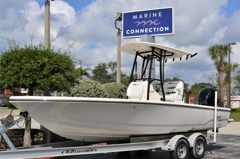 Thumbnail 1 for New 2020 Pathfinder 2500 Hybrid Bay Boat boat for sale in Fort Lauderdale, FL
