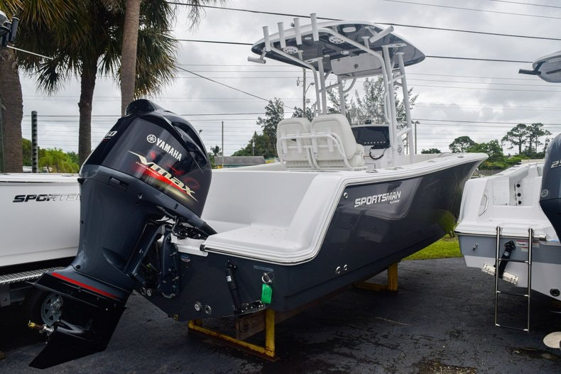 Thumbnail 3 for New 2020 Sportsman Open 232 Center Console boat for sale in Miami, FL