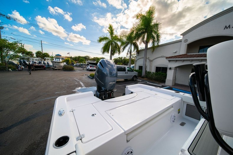 Thumbnail 9 for New 2020 Sportsman Masters 227 Bay Boat boat for sale in West Palm Beach, FL
