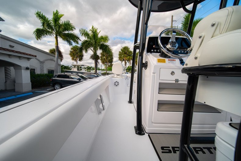 Thumbnail 16 for New 2020 Sportsman Masters 227 Bay Boat boat for sale in West Palm Beach, FL