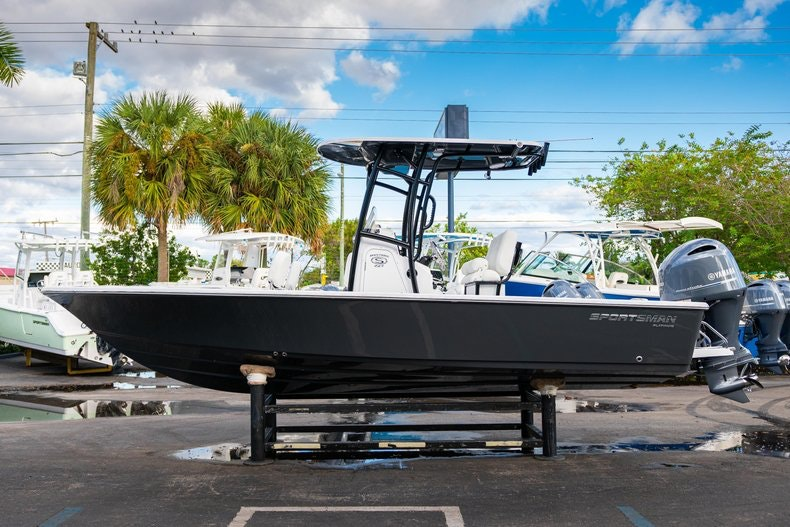 Thumbnail 4 for New 2020 Sportsman Masters 227 Bay Boat boat for sale in West Palm Beach, FL