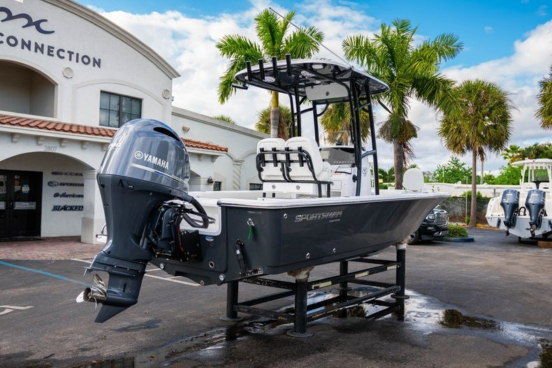 Thumbnail 7 for New 2020 Sportsman Masters 227 Bay Boat boat for sale in West Palm Beach, FL