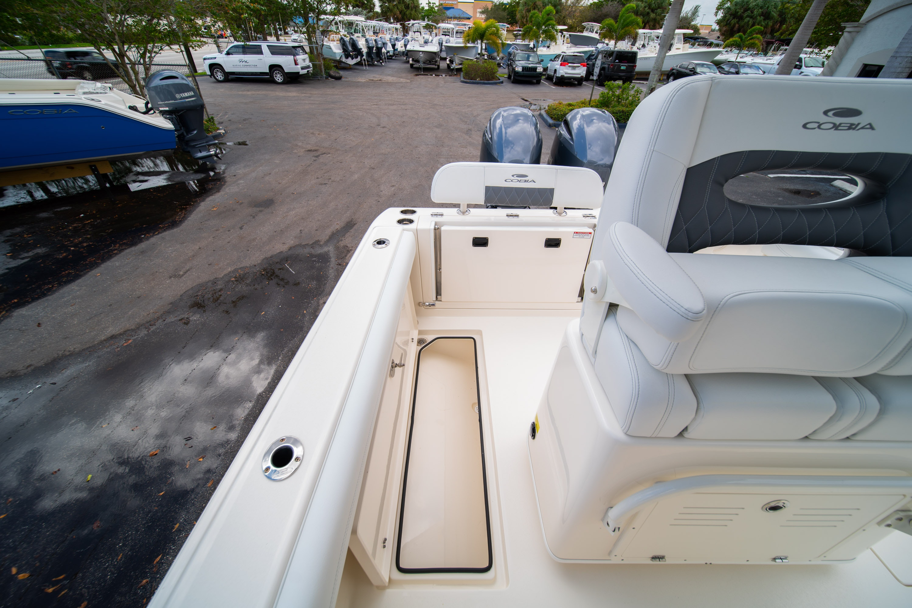 Thumbnail 17 for New 2020 Cobia 240 CC Center Console boat for sale in West Palm Beach, FL