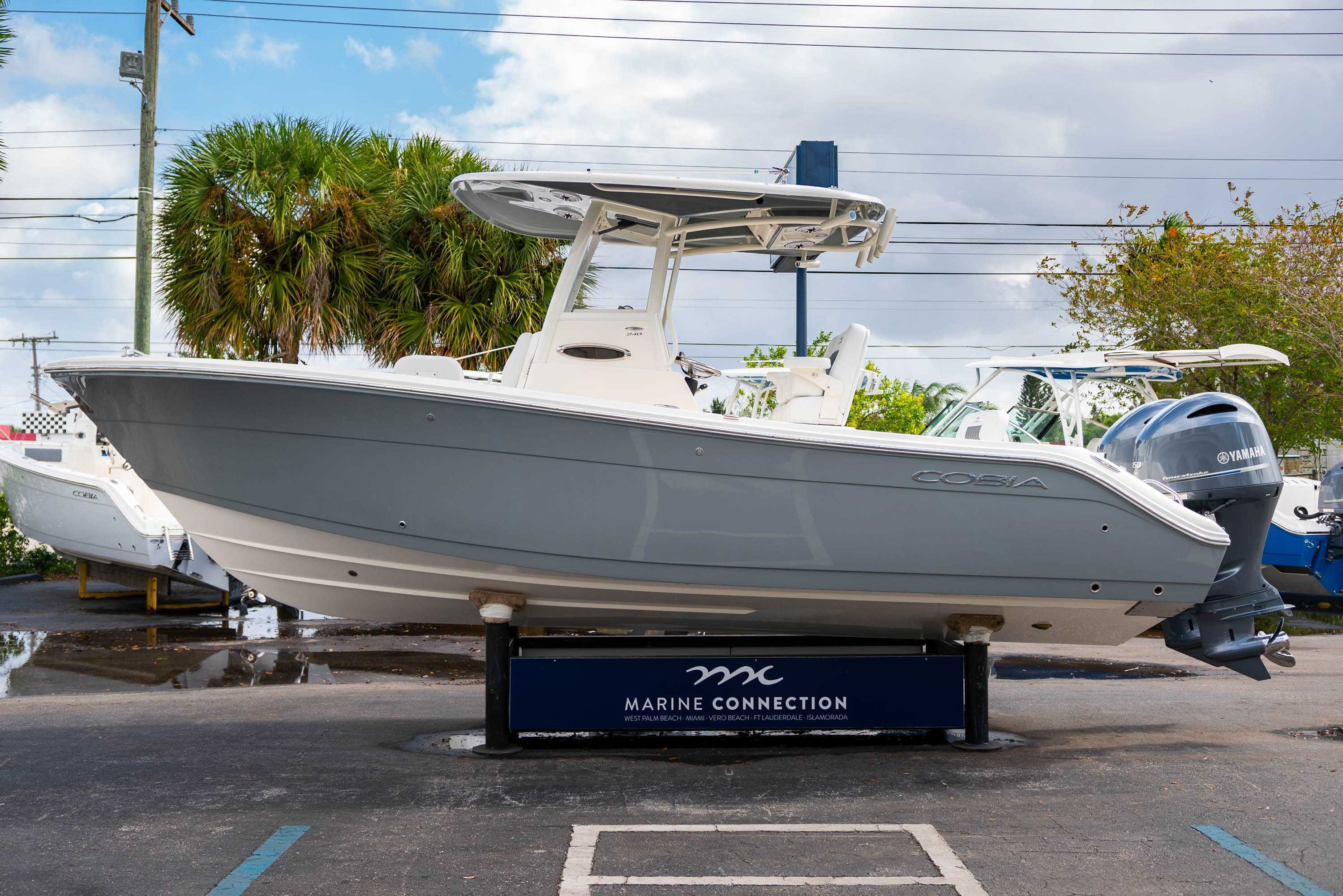 Thumbnail 4 for New 2020 Cobia 240 CC Center Console boat for sale in West Palm Beach, FL