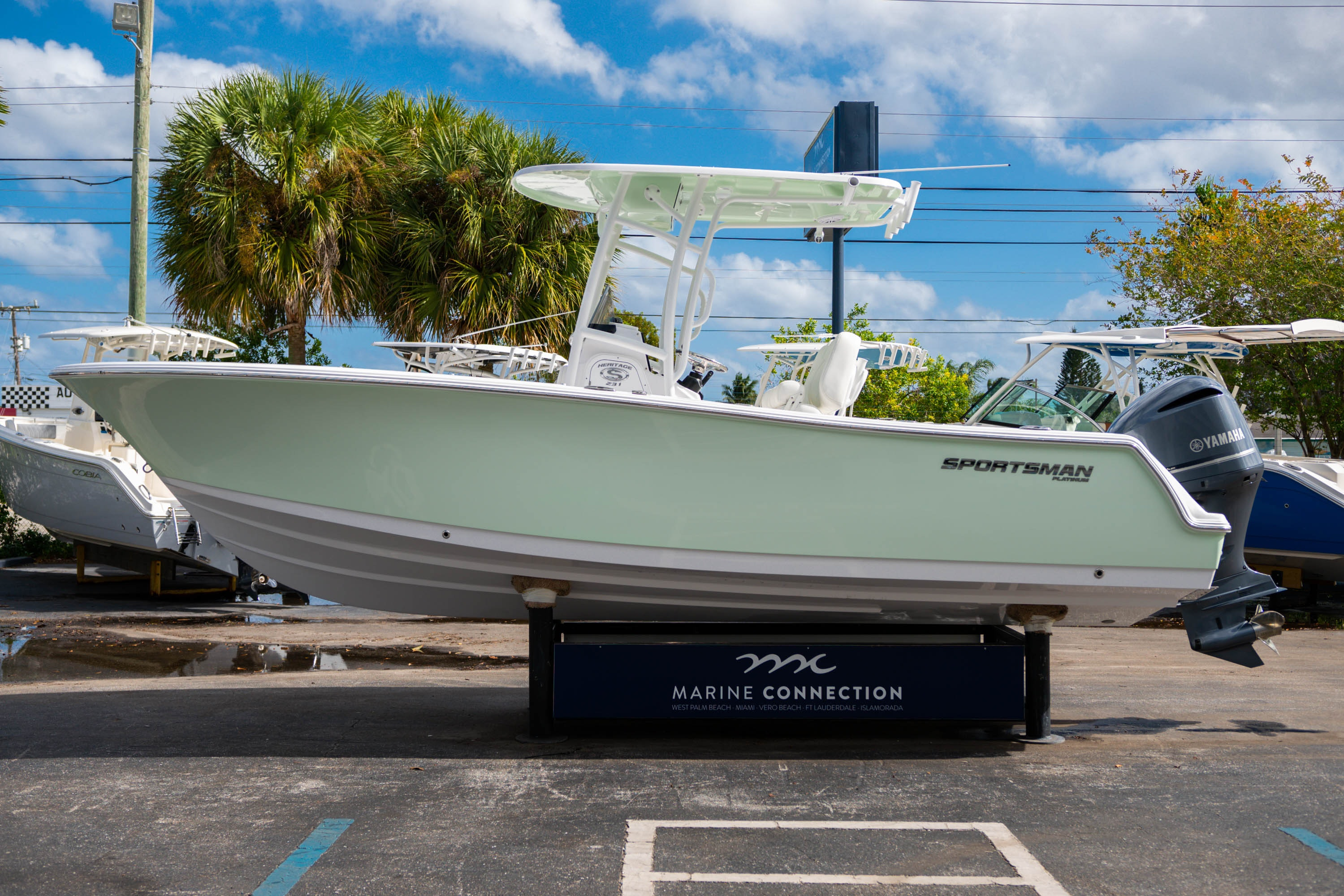 Thumbnail 4 for New 2020 Sportsman Heritage 231 Center Console boat for sale in West Palm Beach, FL