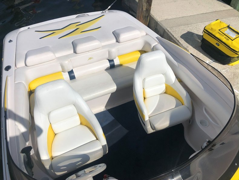 Thumbnail 12 for Used 2002 Donzi 22 ZX boat for sale in Fort Lauderdale, FL