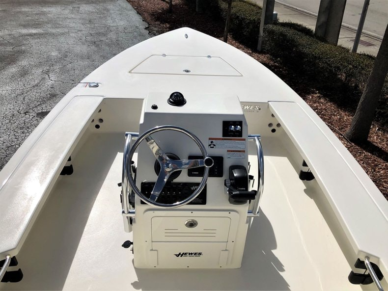 Thumbnail 10 for New 2020 Hewes Redfisher 18 boat for sale in Vero Beach, FL