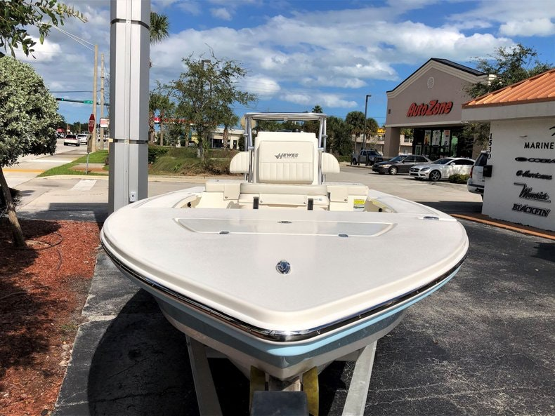Thumbnail 3 for New 2020 Hewes Redfisher 18 boat for sale in Vero Beach, FL