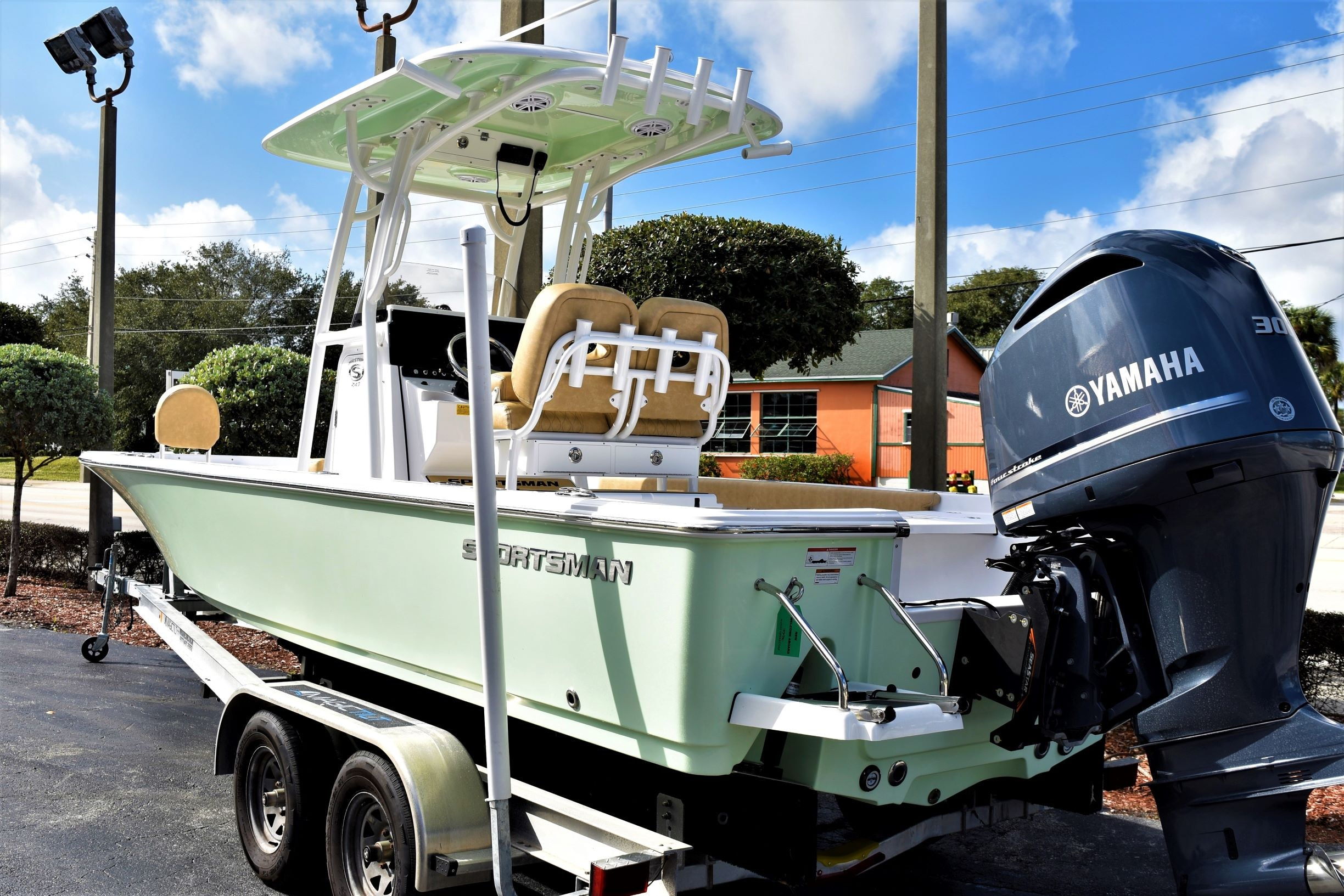 Thumbnail 3 for New 2020 Sportsman Masters 247 Bay Boat boat for sale in Vero Beach, FL