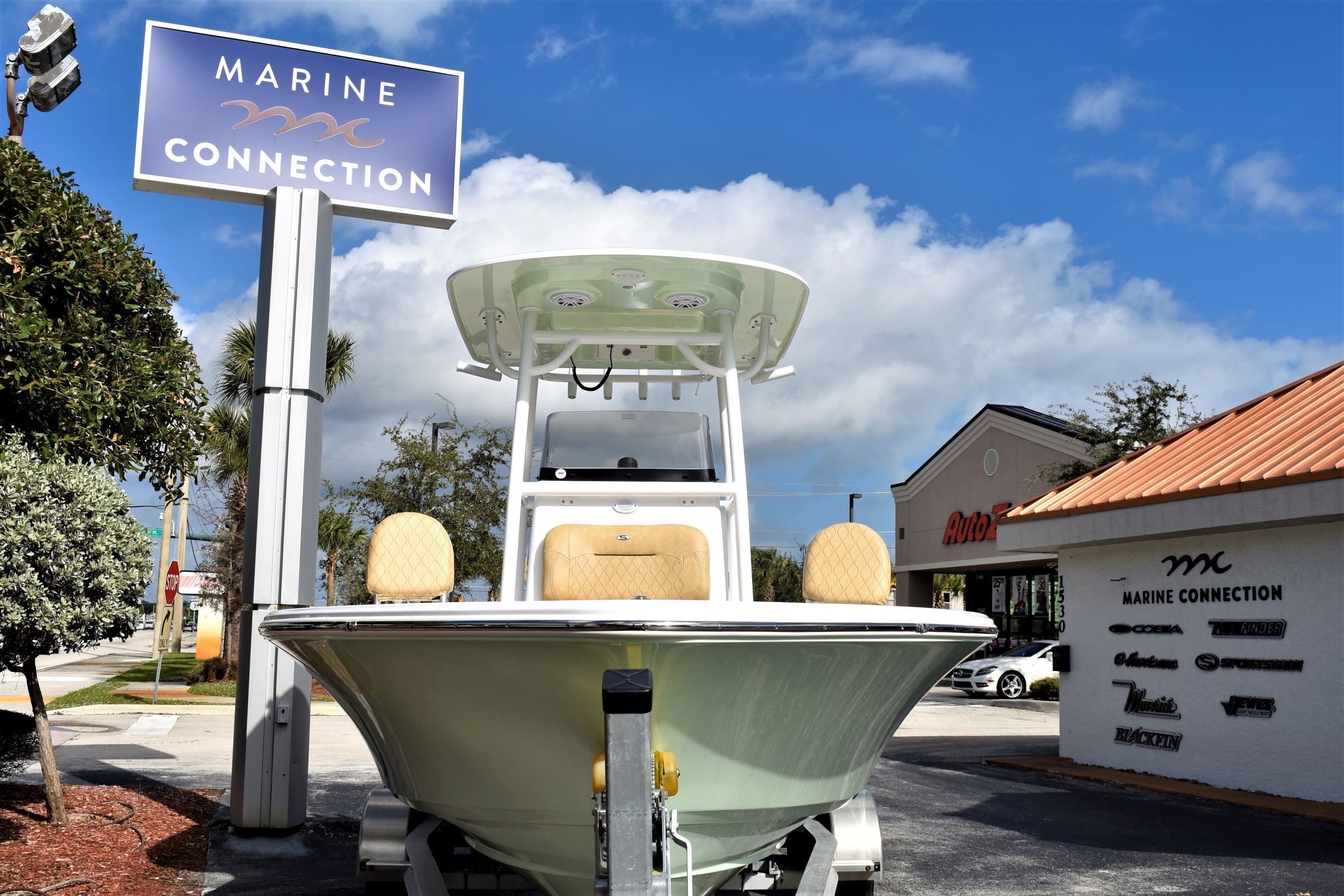 Thumbnail 2 for New 2020 Sportsman Masters 247 Bay Boat boat for sale in Vero Beach, FL