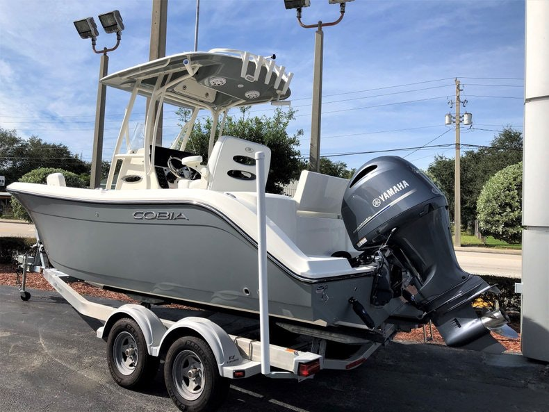 Thumbnail 3 for New 2020 Cobia 220 Center Console boat for sale in Vero Beach, FL