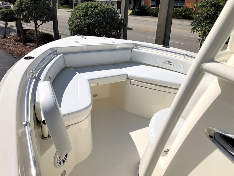 Thumbnail 11 for New 2020 Cobia 220 Center Console boat for sale in Vero Beach, FL
