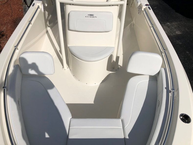 Thumbnail 14 for New 2020 Cobia 220 Center Console boat for sale in Vero Beach, FL