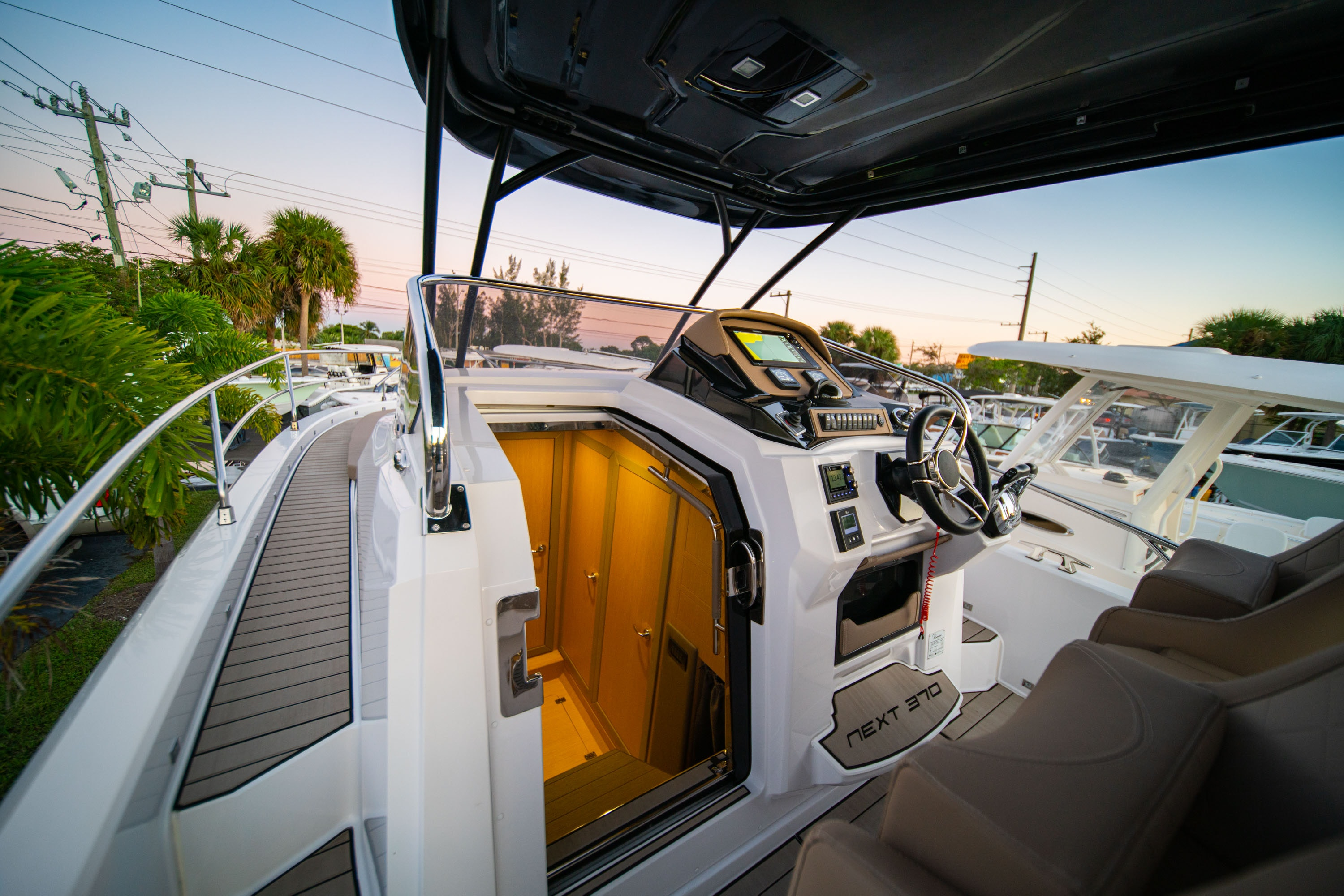 Thumbnail 18 for New 2019 Ranieri Next 370 SH boat for sale in West Palm Beach, FL