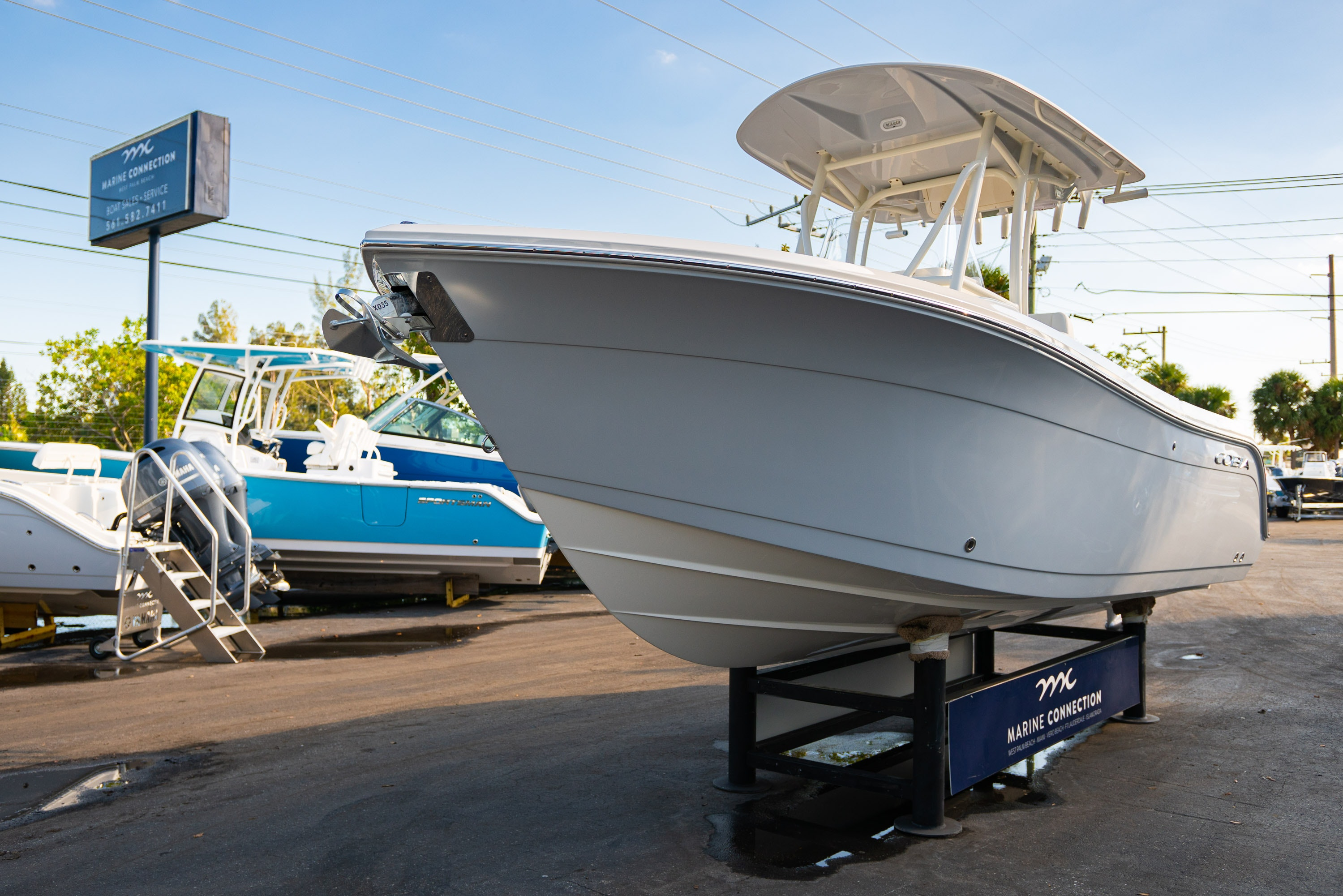 Thumbnail 3 for New 2020 Cobia 220 CC boat for sale in West Palm Beach, FL