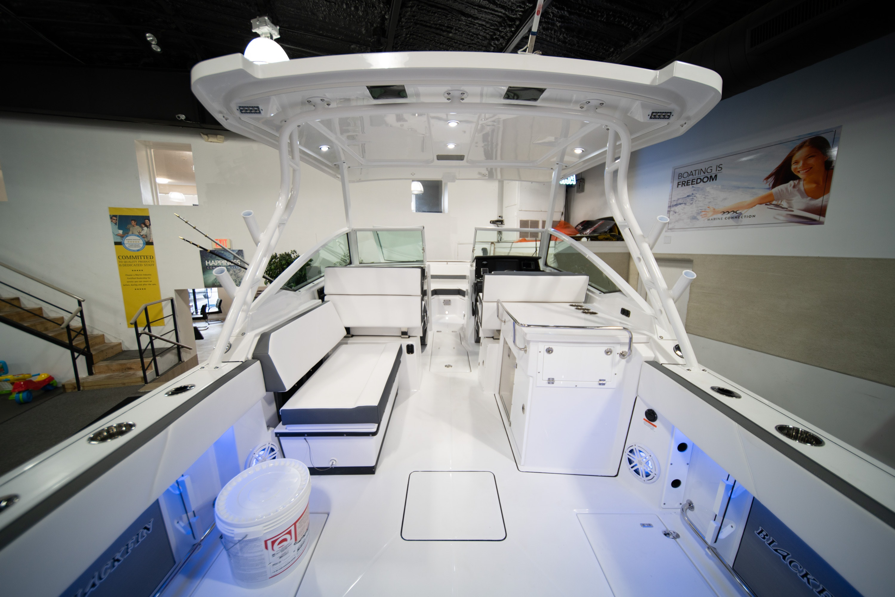 Thumbnail 4 for New 2020 Blackfin 272DC boat for sale in West Palm Beach, FL