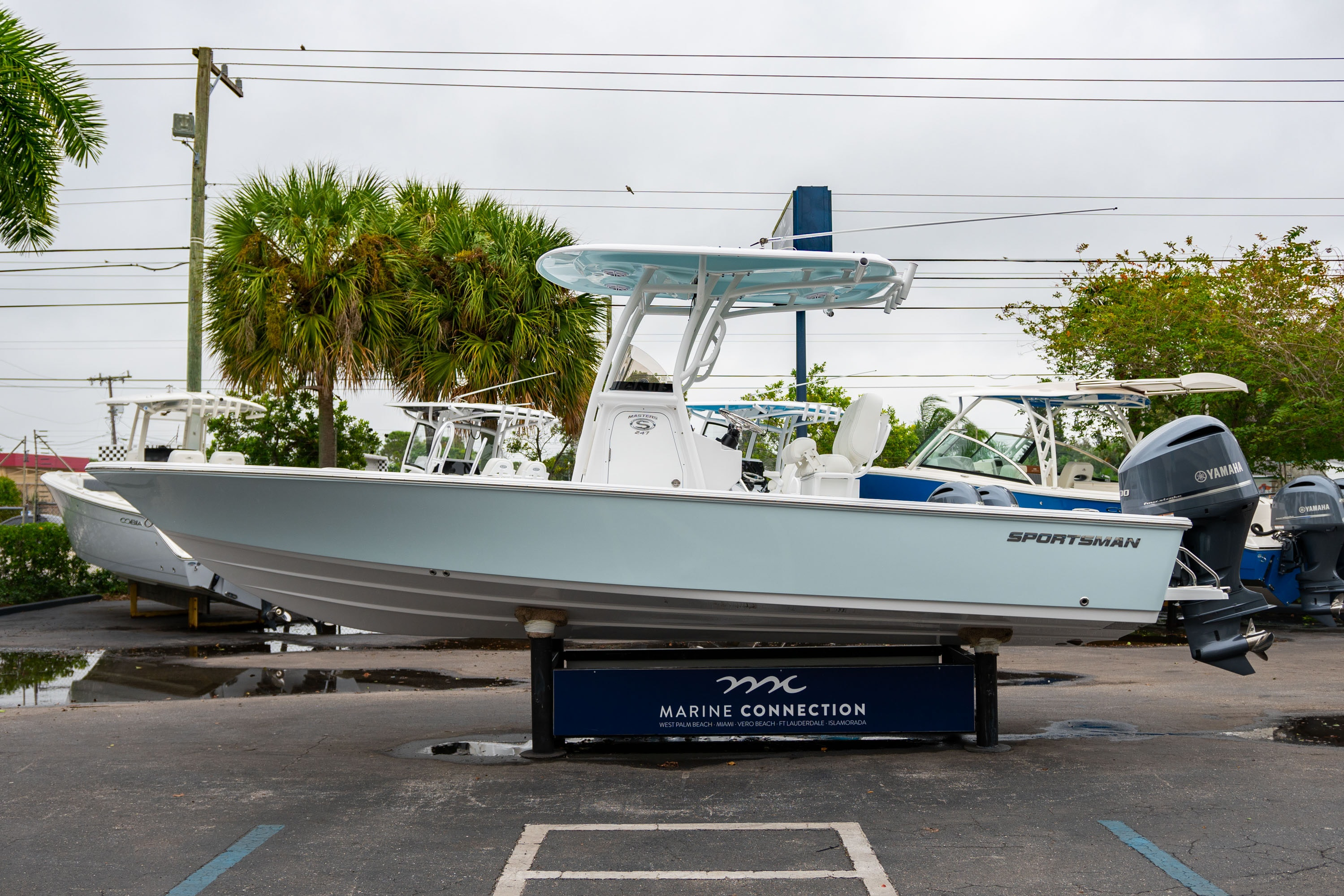 Thumbnail 4 for New 2020 Sportsman Masters 247 Bay Boat boat for sale in West Palm Beach, FL