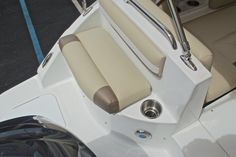 Thumbnail 19 for New 2017 Hurricane SunDeck SD 2486 OB boat for sale in West Palm Beach, FL