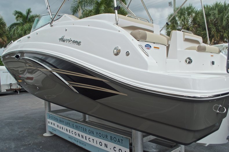 Thumbnail 6 for New 2017 Hurricane SunDeck SD 2486 OB boat for sale in West Palm Beach, FL