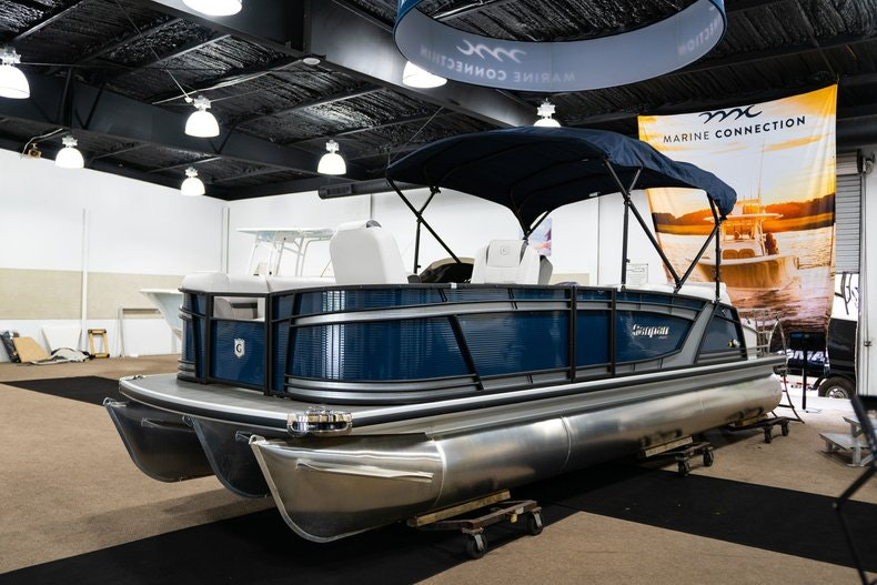 Thumbnail 2 for New 2018 Sanpan SP 2500 DFL boat for sale in West Palm Beach, FL