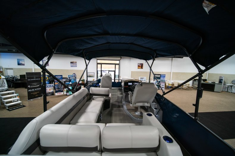 Thumbnail 8 for New 2018 Sanpan SP 2500 DFL boat for sale in West Palm Beach, FL