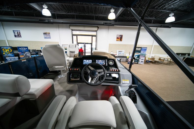 Thumbnail 11 for New 2018 Sanpan SP 2500 DFL boat for sale in West Palm Beach, FL