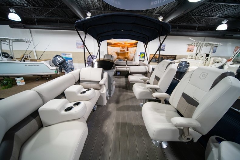 Thumbnail 13 for New 2018 Sanpan SP 2500 DFL boat for sale in West Palm Beach, FL