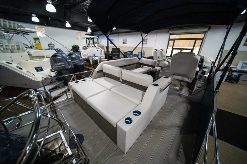 Thumbnail 6 for New 2018 Sanpan SP 2500 DFL boat for sale in West Palm Beach, FL
