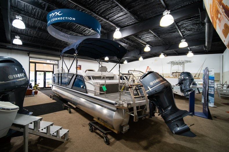 Thumbnail 3 for New 2018 Sanpan SP 2500 DFL boat for sale in West Palm Beach, FL